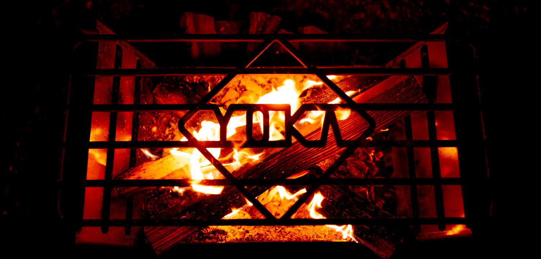 焚き火台 COOKING FIRE PITのグリルに浮かび上がる文字