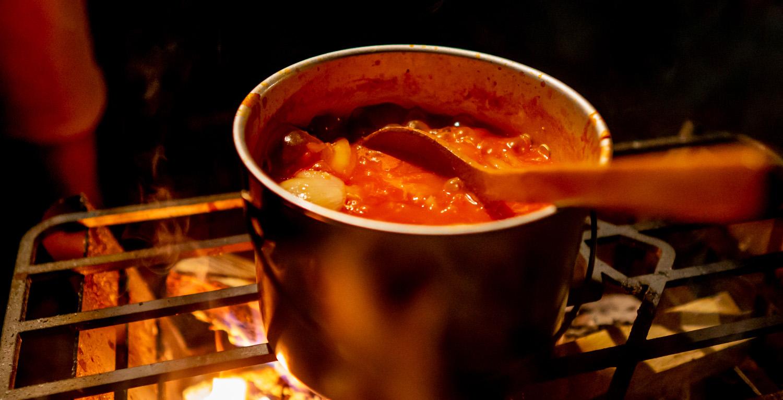 焚き火台 COOKING FIRE PITでスープを作る