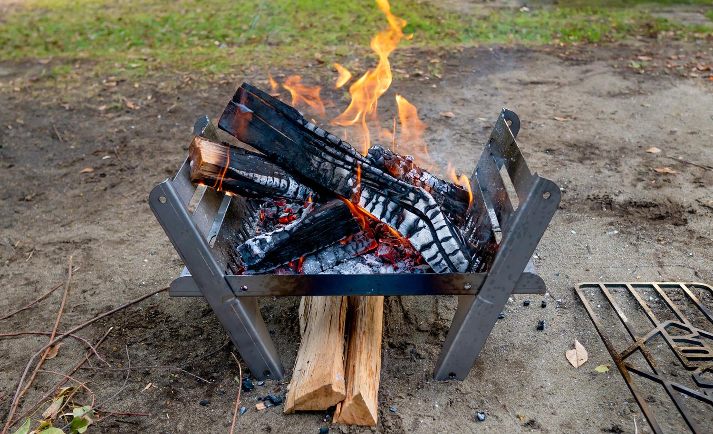 焚き火台 COOKING FIRE PITで焚き火