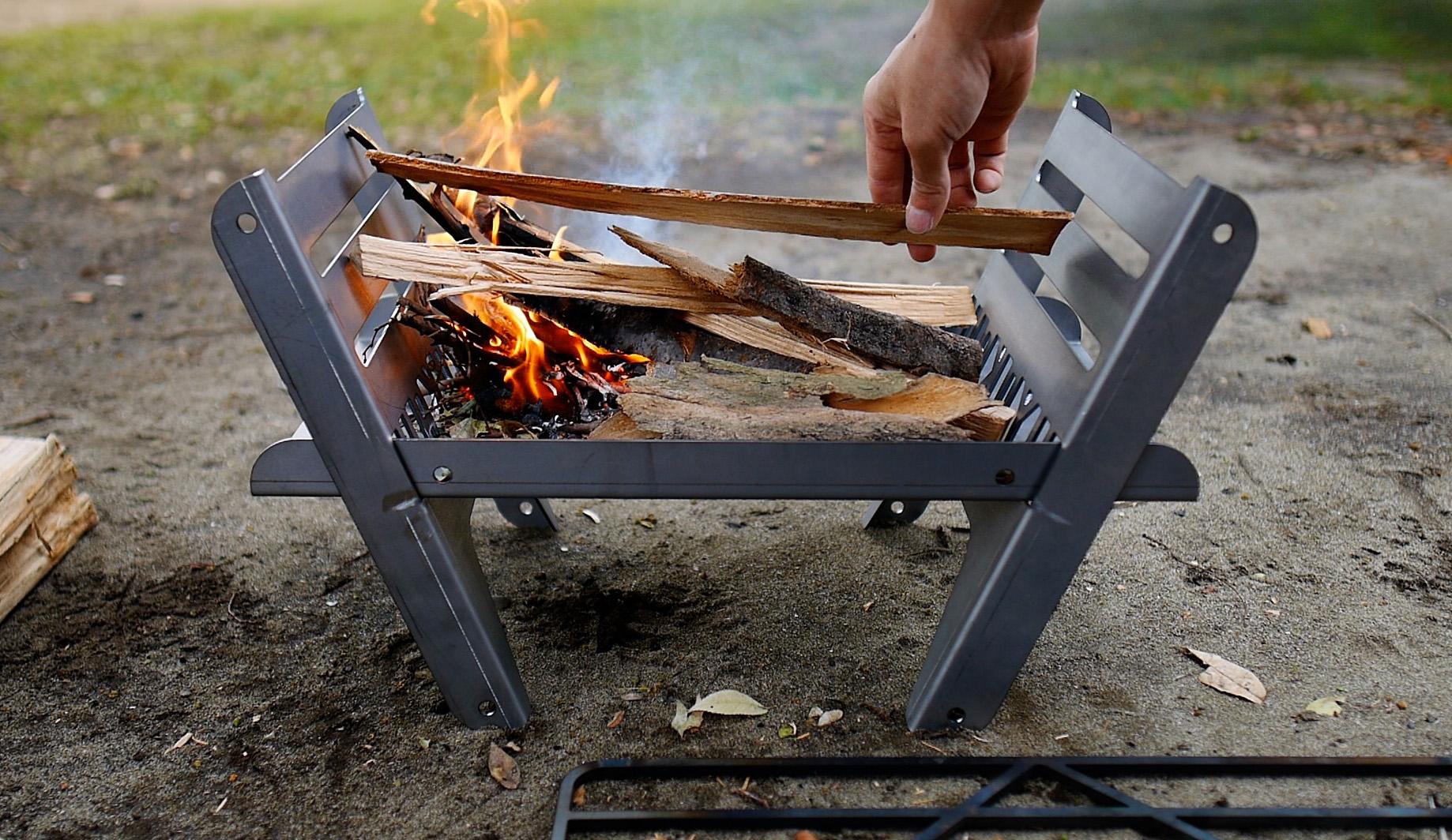 焚き火台 COOKING FIRE PITの焚付け