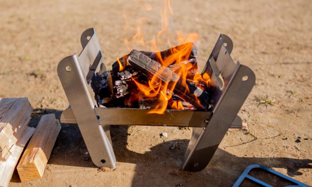 ソロ用焚き火台COOKING FIRE PIT SOLOで焚き火