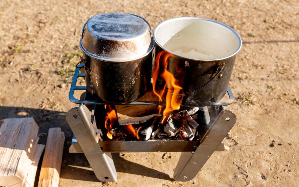 ソロ用焚き火台COOKING FIRE PIT SOLOで調理