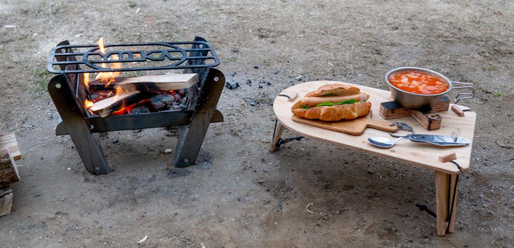 焚き火台とミニテーブルで朝食