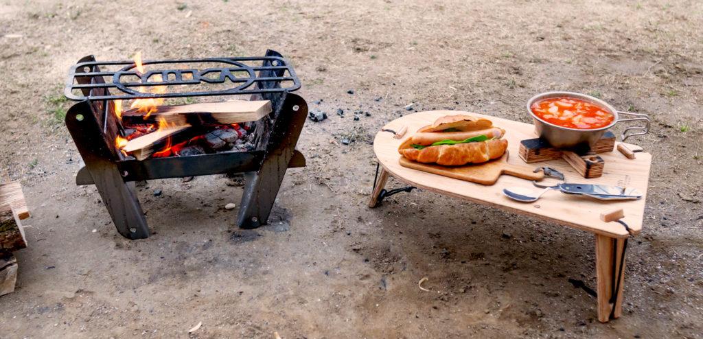 ソロキャンプ。TRIPOD TABLE SOLOと焚き火台COOKING FIRE PIT SOLO