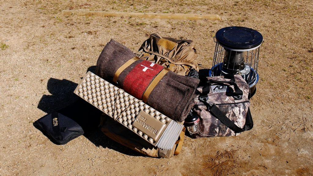 ソロキャンプの装備。YOKA製品はバックパックの中に。